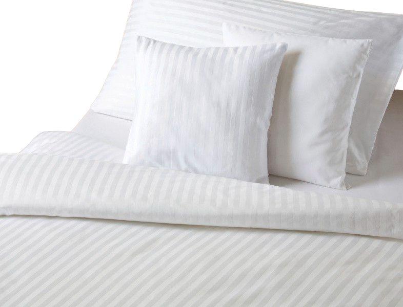 V bílém provedení luxusní ložní povlečení atlas grádl (proužek 0,8 cm), Dadka